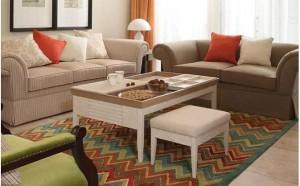 Decoracion salones peque os alfombras hoy lowcost for Salones color tierra