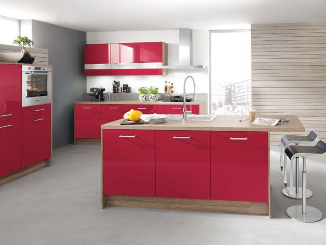 cocina con isla moderna en colores