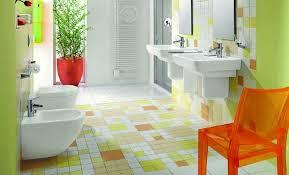 decoracion moderna en baños coloridos