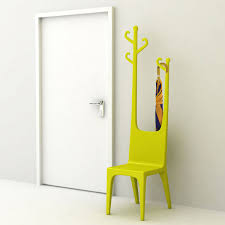 recibidor decorado con una silla original