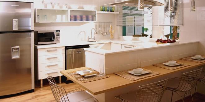 Cocina moderna con barra desayunador hoy lowcost for Cocinas integrales modernas con barra