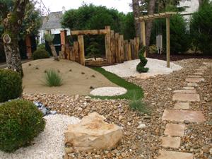C mo decorar un jard n con estilo feng shui hoy lowcost for Caminos en jardines