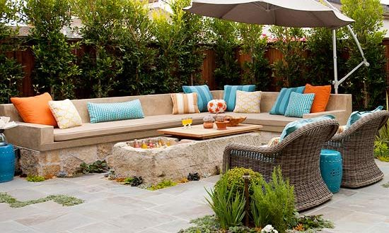 Muebles de jardin con sombrilla hoy lowcost for Casa muebles jardin