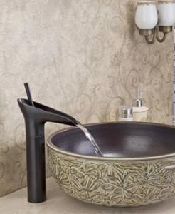 Griferia y lavabos originales hoy lowcost for Como decorar un bano pequeno moderno