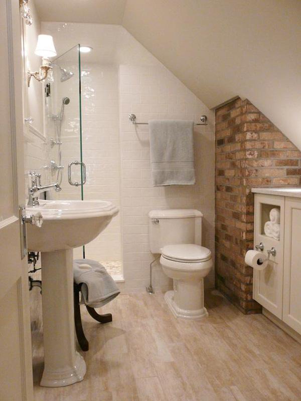 baño pequeño abuhardillado estilo rustico