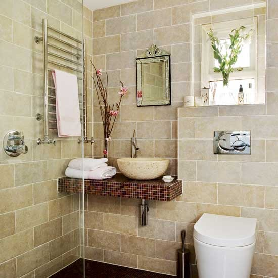 Baño Rustico Pequeno:Cream Tiled Bathroom