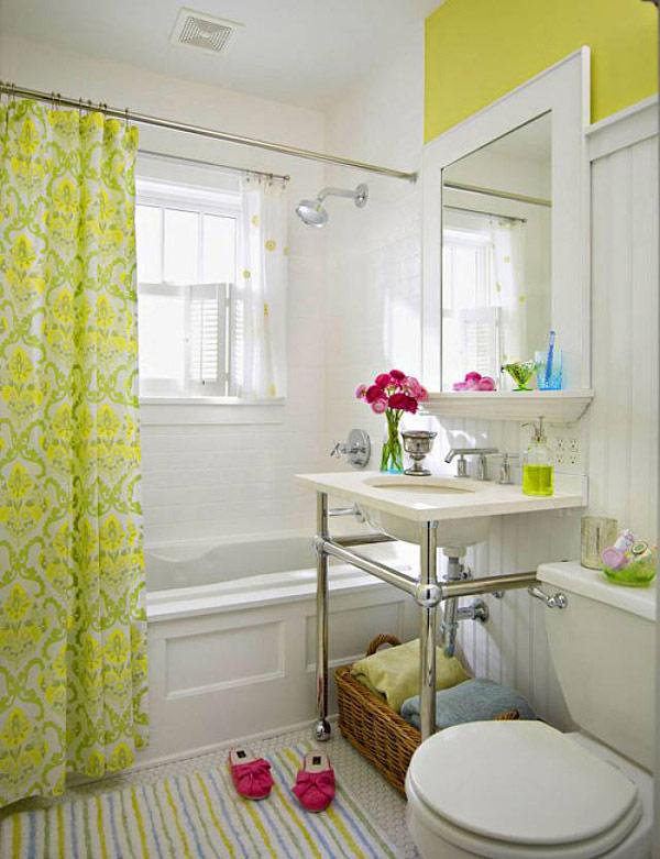 baños pequeños blanco cortinas verdes