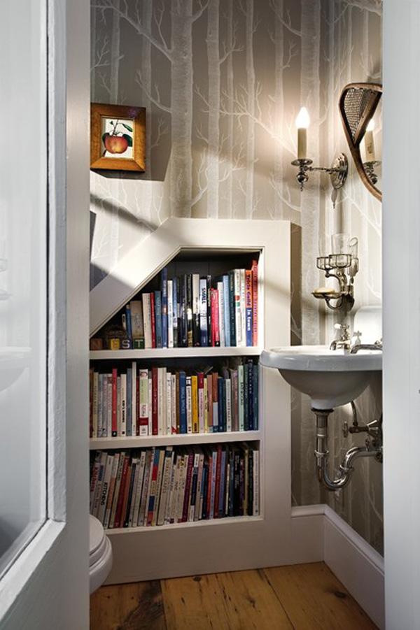 idea biblioteca en baño pequeño
