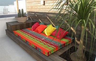 Decoraci n de terrazas y balcones ideas originales hoy for Bancos para terrazas baratos