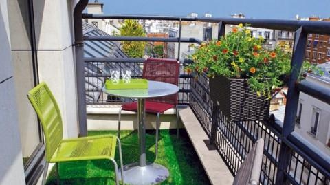 pequeño balcon cesped artificial