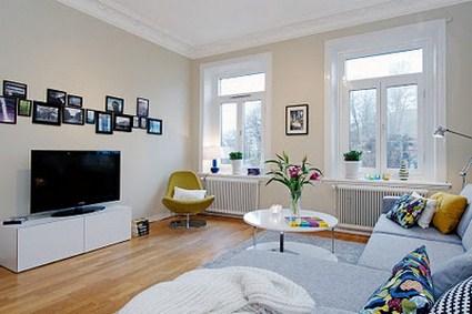 Sencillo salon con muebles baratos hoy lowcost for Amueblar salon barato