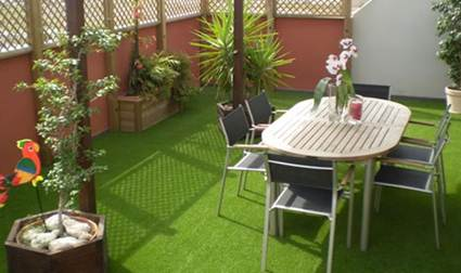 Terraza peque a para comer hoy lowcost - Como decorar una terraza pequena ...
