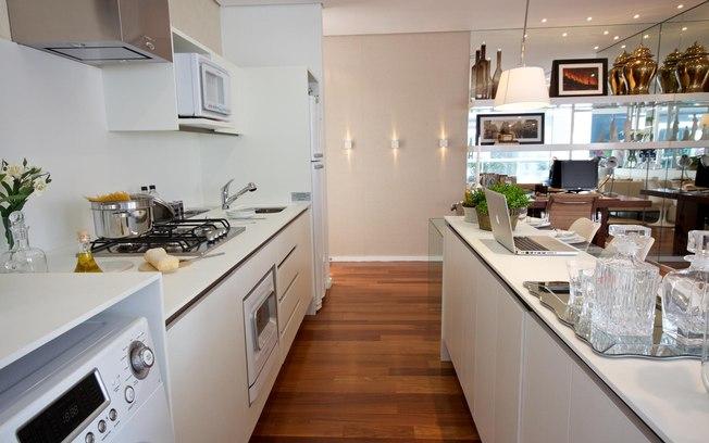 cocina americana en blanco para casas pequeñas