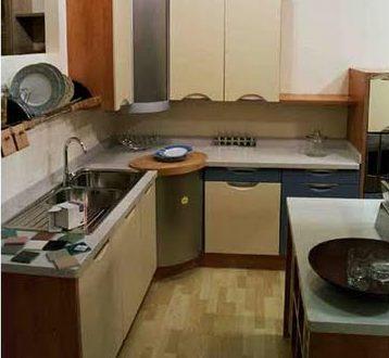 Cocina moderna con armario rincon hoy lowcost for Cocinas originales pequenas