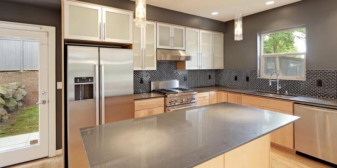 Cocinas peque as con isla hoy lowcost for Cocinas modernas pequenas para apartamentos con desayunador