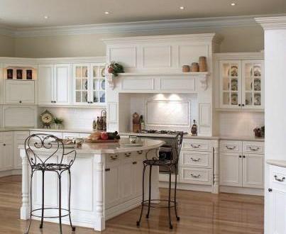 Decoracion cocina clasica blanca hoy lowcost for Cocinas clasicas pequenas