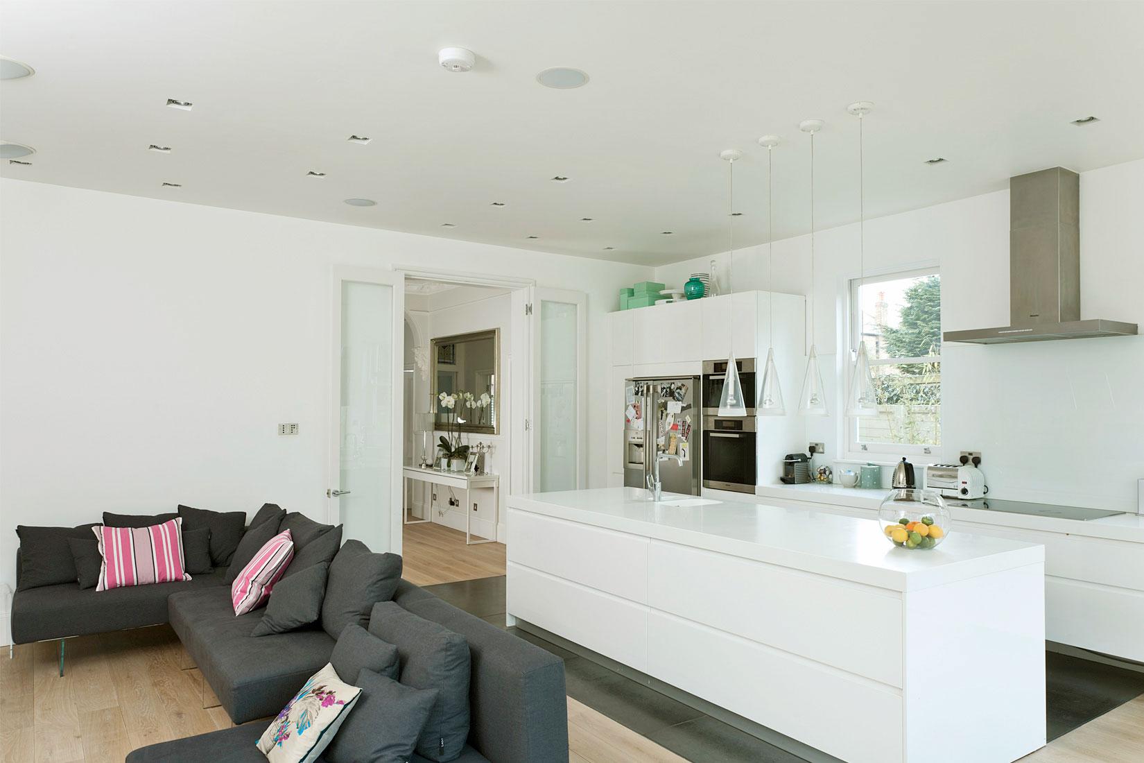 diseño casas pequeñas paredes blancas