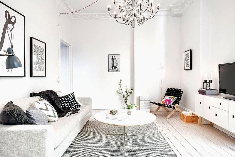 salon pequeño decorado en blanco