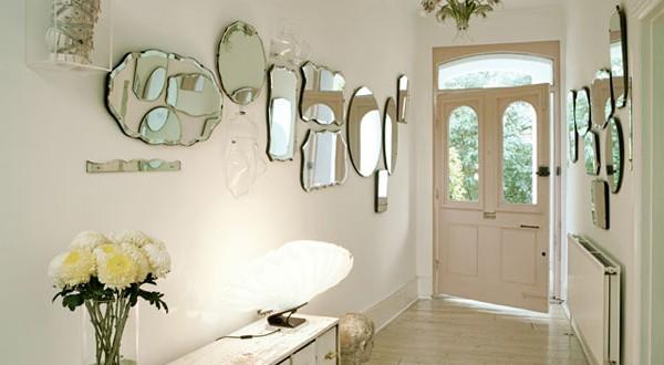 Decoracion paredes con espejos irregulares hoy lowcost for Decoracion de paredes con espejos