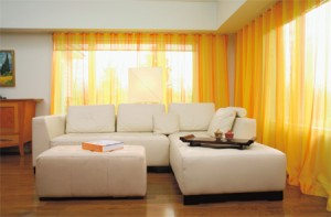 diseño cortinas amarillas salones modernos - copia