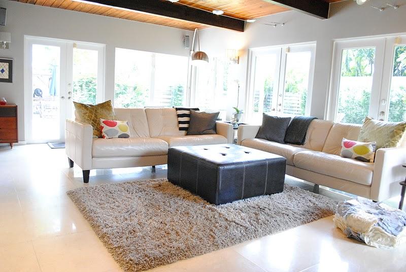 5 ideas para decorar salas de estar modernas hoy lowcost - Alfombras grandes ikea ...