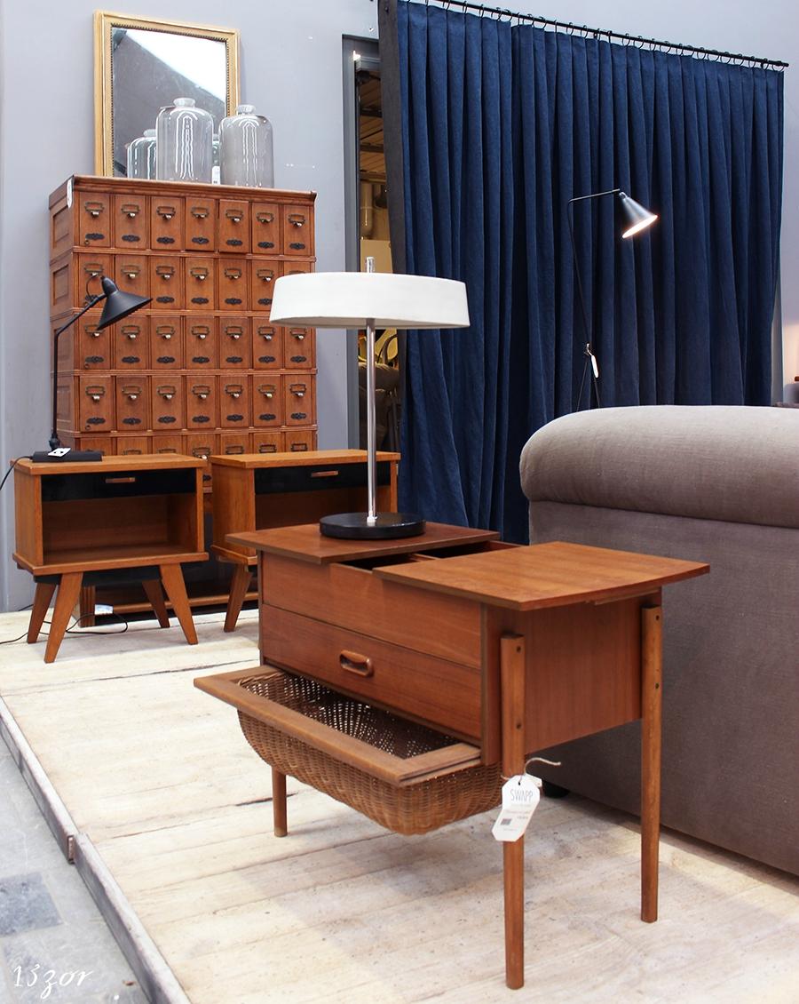 sala de estar moderna con mebles antiguos