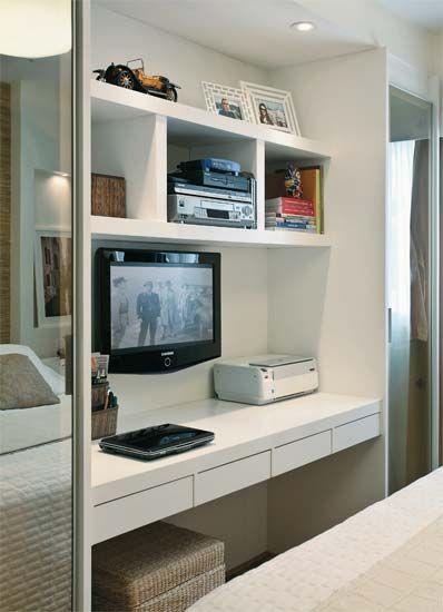 Dormitorios de matrimonio con mesas de estudio hoy lowcost for Mesas de estudio para espacios pequenos