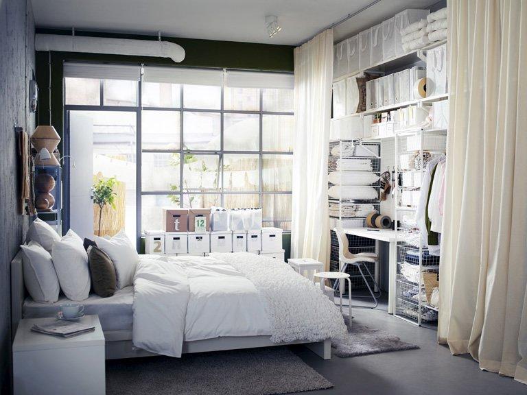 dormitorio moderno con vestidos ikea
