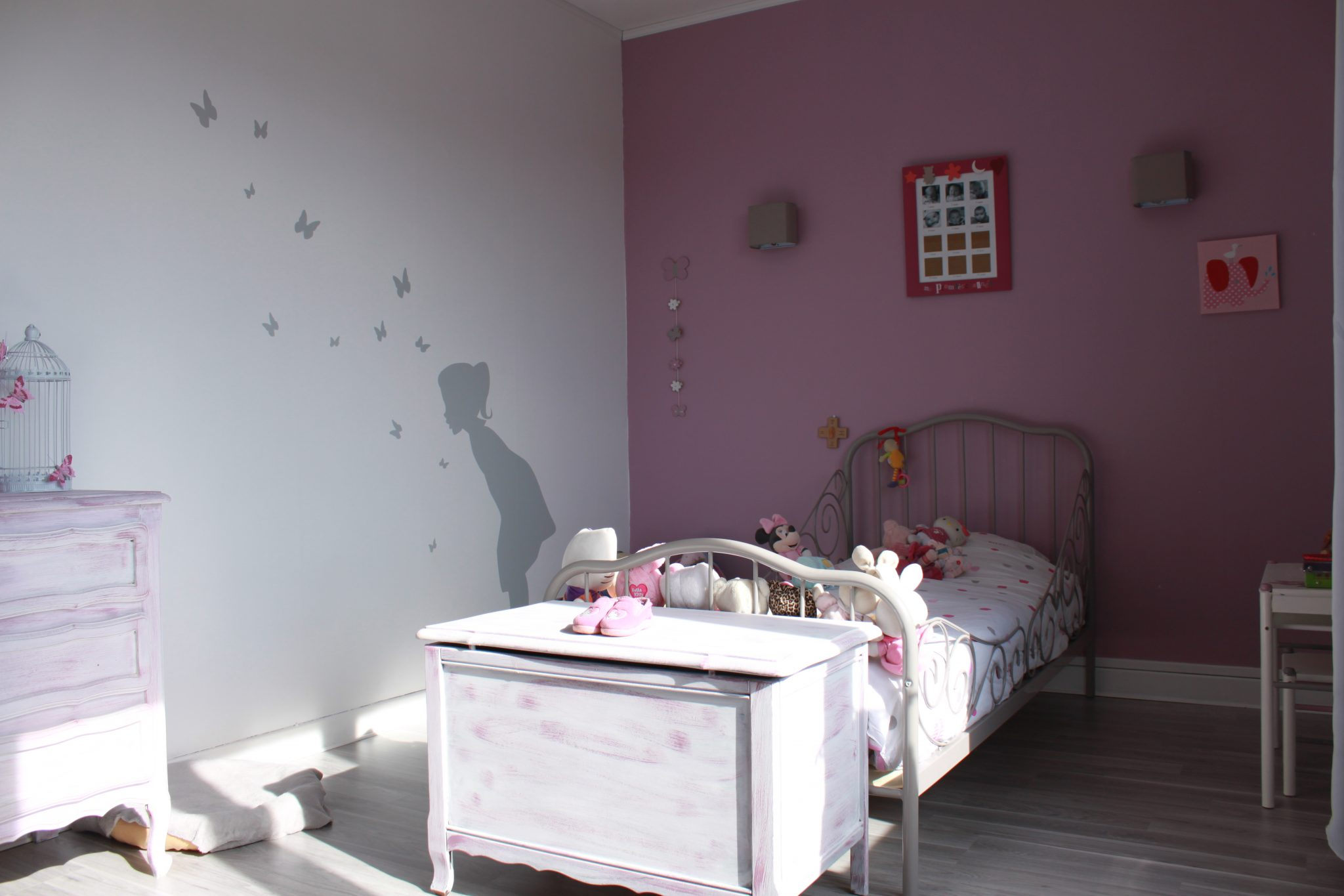 Chambre adulte rose pale et beige for Chambre de fille adulte