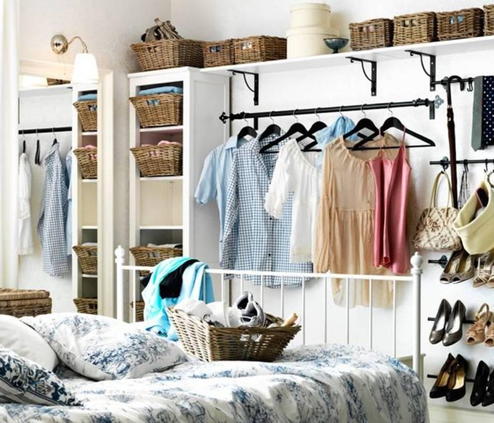 armarios abiertos en dormitorios pequeños