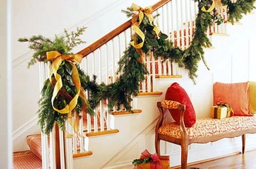 Decoracion escaleras en navidad hoy lowcost - Decoracion en navidad ...