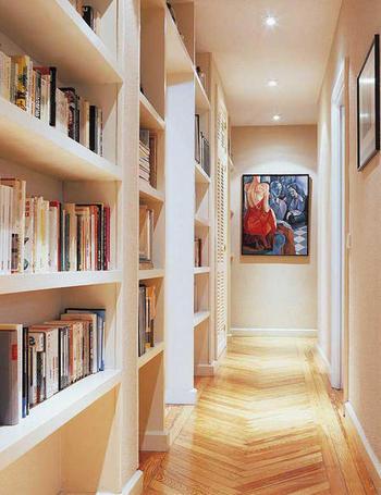decoracion pasillos baldas biblioteca