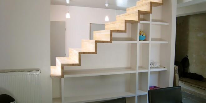 Estanterias bajo escaleras hoy lowcost - Estanterias en escalera ...