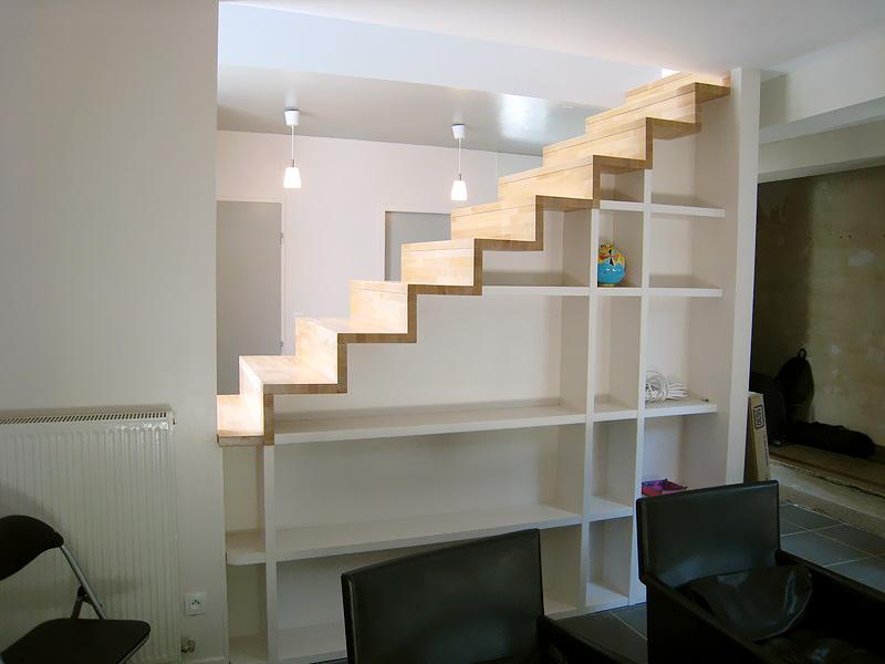 estanterias bajo escaleras