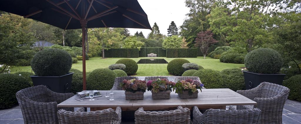 Dise o de jardines 6 pasos fundamentales hoy lowcost for Muebles de mimbre para jardin