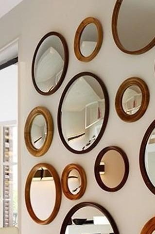 Ideas decoracion de pasillos con efecto acogedor hoy lowcost for Decorar paredes con cuadros y espejos