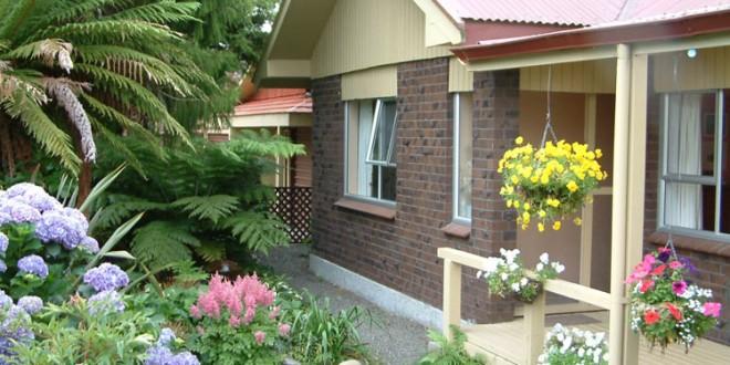 Decoracion jardines peque os moderno hoy lowcost for Decoracion jardines pequenos frente casa
