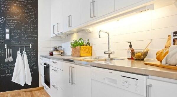 Paredes cocina con pintura pizarra hoy lowcost - Pintura especial para cocinas ...