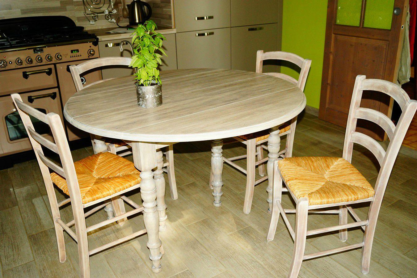 Mesa y sillas de cocina dise os arquitect nicos - Sillas de cocina de segunda mano ...