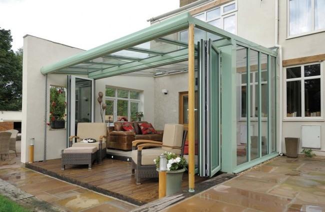 decoracion porche con cortinas de cristal