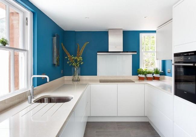 Cocina blanca y azul hoy lowcost for Cocinas blancas y grises fotos