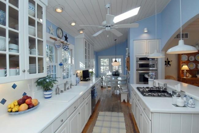 Cocinas blancas siempre en tendencia hoy lowcost for Cocinas clasicas pequenas