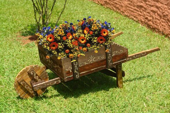 objetos reciclados jardin rustico