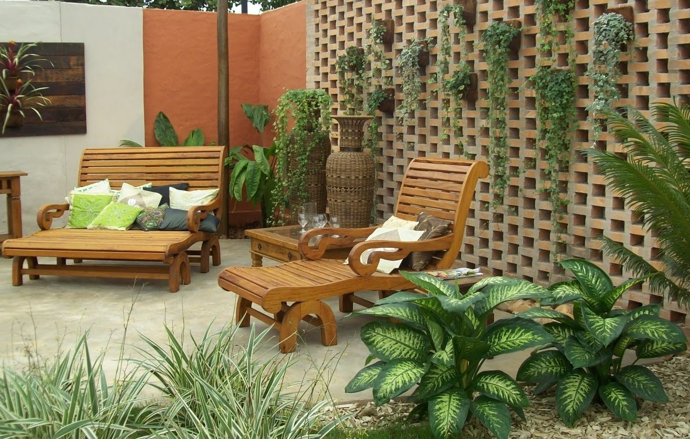 Jardines r sticos tendencia e ideas hoy lowcost for Decoracion de patios pequenos con plantas