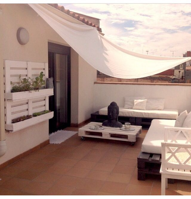 Chillout decoraci n nacida para el relax hoy lowcost - Terraza palets chill out ...