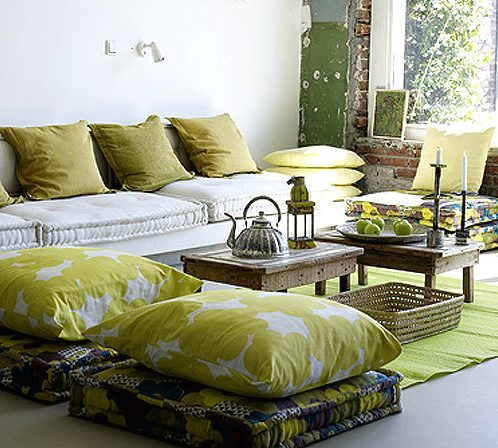 almohadas decorar salon pequeño