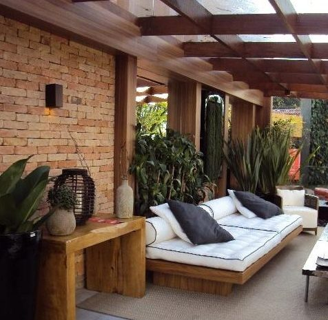 Como decorar una terraza con encanto hoy lowcost for Decoracion de porches de casas