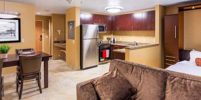 Cocinas integradas pisos peque os hoy lowcost for Cocinas pisos pequenos