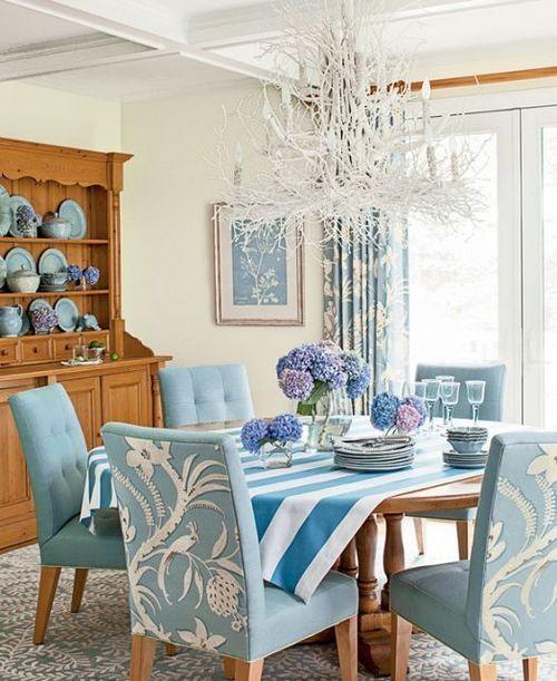 sillas-de-comedor-azules-con-estampado