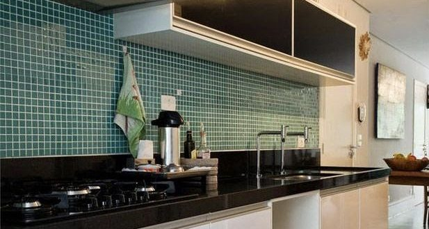 cocina azulejos verdes y blanca